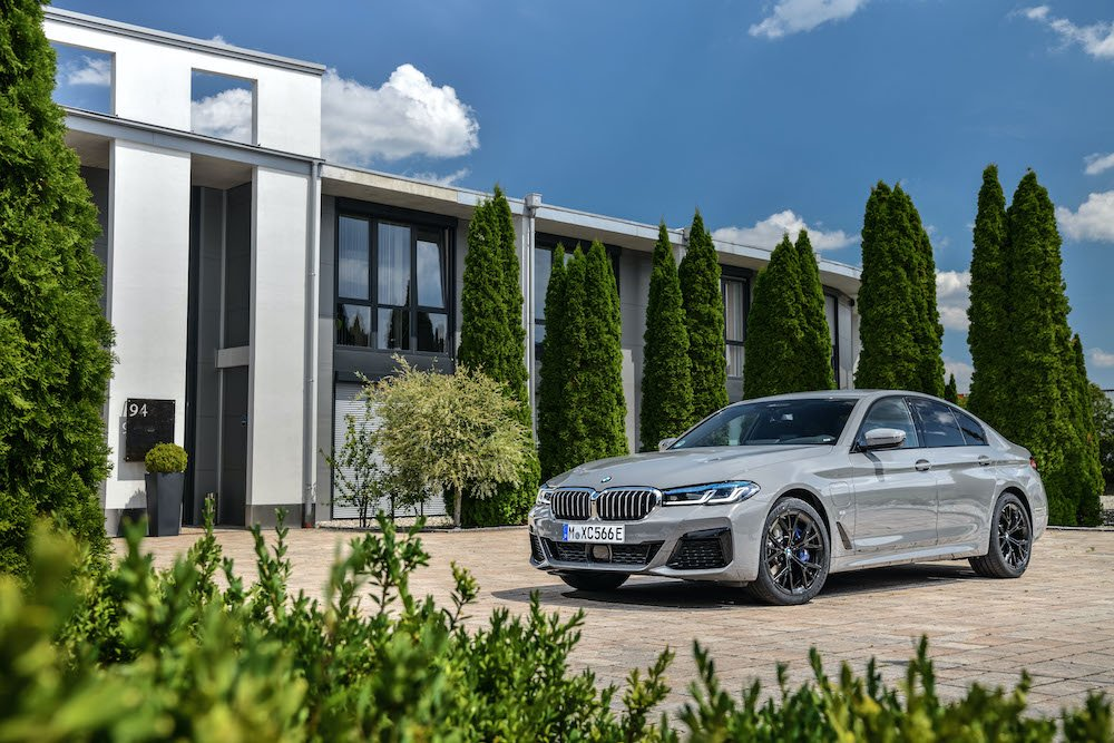 Mike Brewer Motoring - BMW 545e