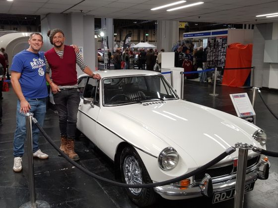 Mike Brewer Motoring - Paul Clappison's MGB GT